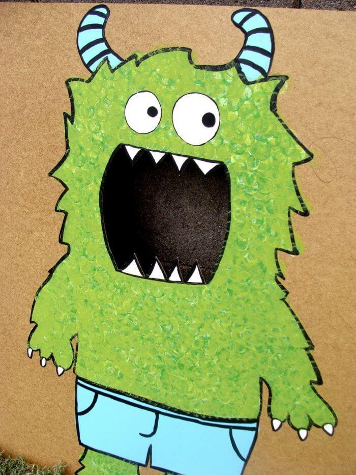 DIY Monster Bean Bag Game - so fun and simple. The kids will love it! { lilluna.com }