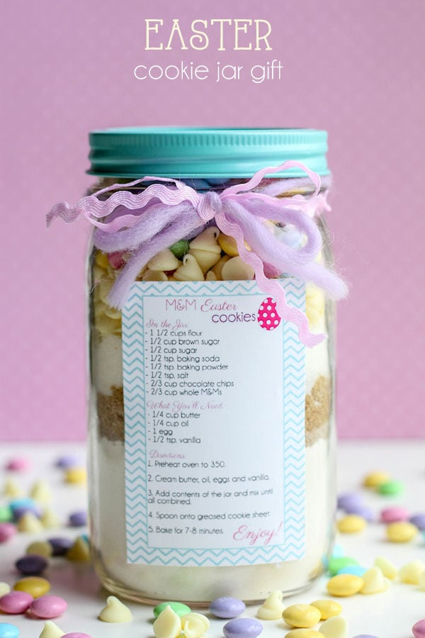 CUTE Easter Cookie Jar Gift - tutorial and free tags on { lilluna.com } Just add your fav Easter cookie ingredients!
