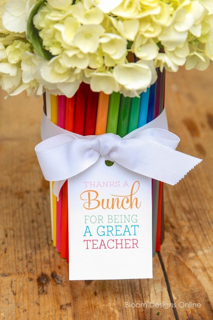"Thanks a ""BUNCH"" Teacher Appreciation Gift with free printable tags on { lilluna.com } A fun and inexpensive idea made with a vase, colored pencils, and flowers!"