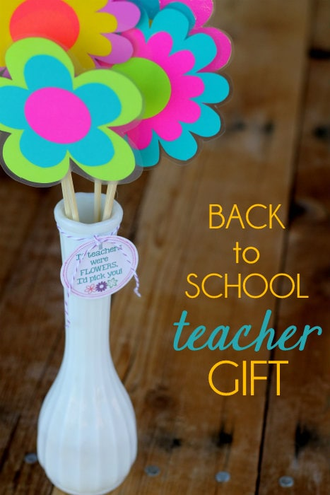 Such a cute and easy Back to School Teacher Gift!! Your kids will love making this!!