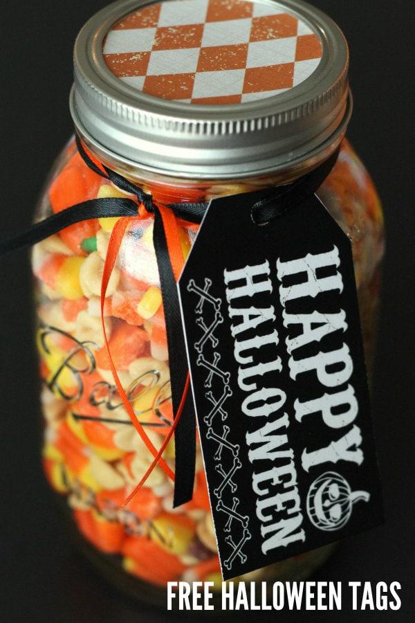 FREE Halloween Tags on { lilluna.com } Put them on gifts, treats, anything Halloween!