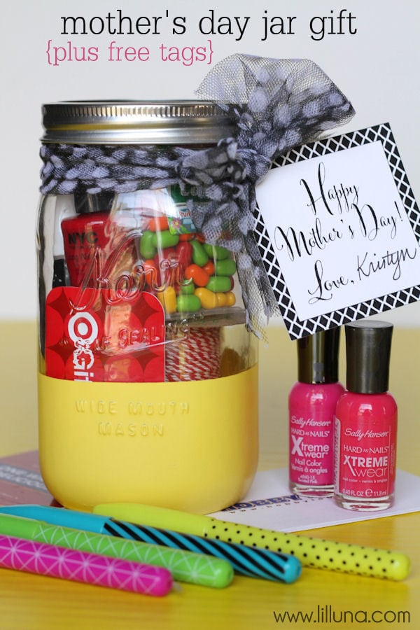 Super Cute and Easy Mother's Day Jar Gift with free tag { lilluna.com } Fill with all your mom's favorite goodies!!