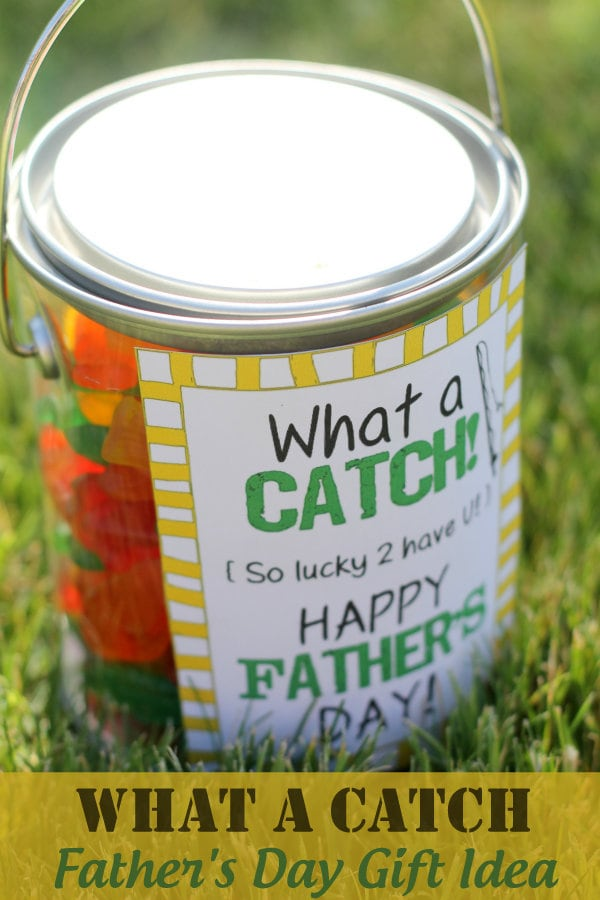 What A Catch Father's Day Gift Idea with free print on { lilluna.com } Inexpensive and filled with Swedish fish or gummy worms!
