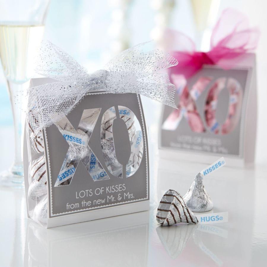 Kisses XO Wedding Favors Tutorial on { lilluna.com }
