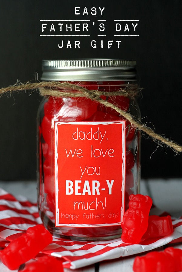 Super CUTE and SIMPLE Father's Day gift that says how BEAR-y much you love him! Free print on { lilluna.com }