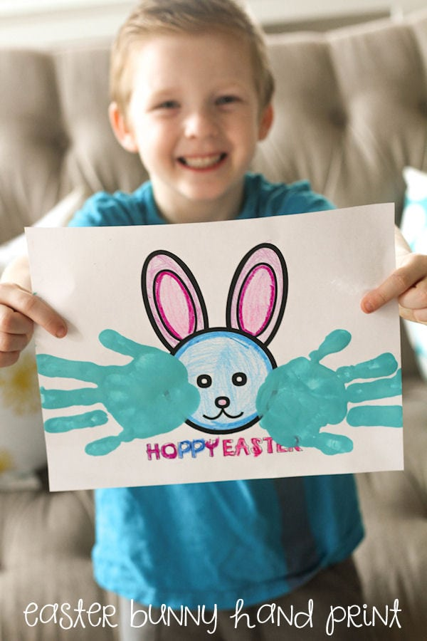 Hoppy Easter Bunny Hand print - CUTE! Free printables on { lilluna.com } Kids will have a blast coloring and painting their hands!