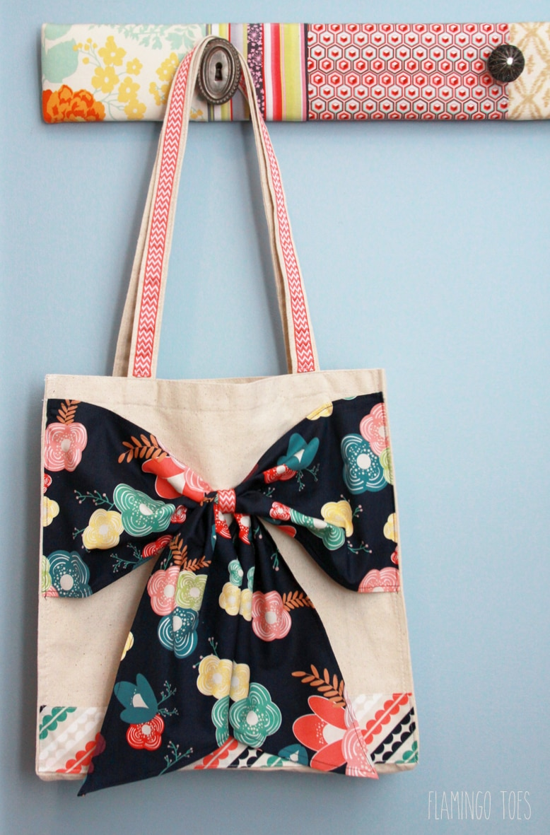 Easy DIY Bow Tote Tutorial - SO cute and simple. And such a great gift idea!! { lilluna.com }