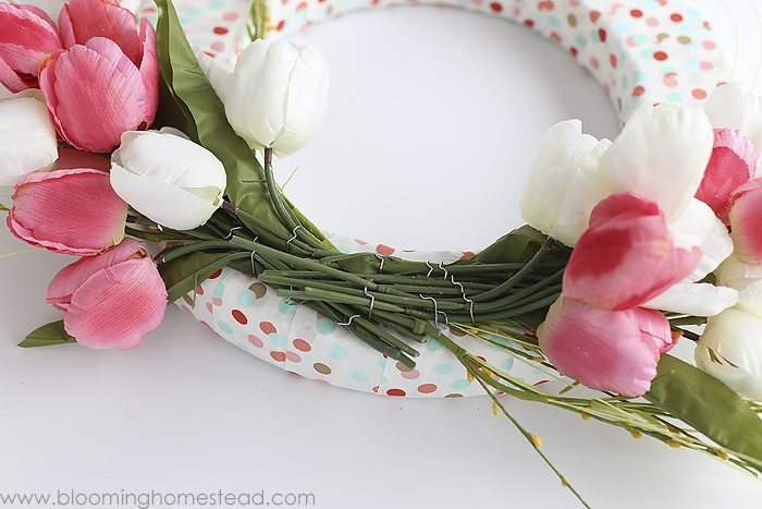 BEAUTIFUL (and simple) Hello Spring Wreath tutorial - this is the perfect craft to make and display on your front door or in your home.