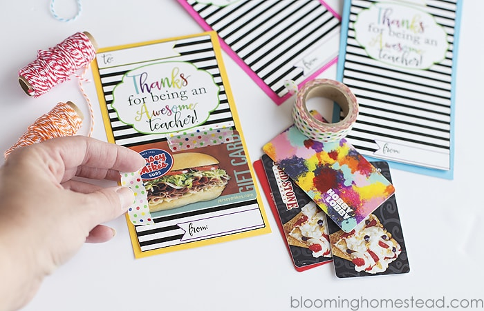 FREE Teacher Appreciation Printable Gift Card Holder - perfect idea to celebrate and thank your favorite teachers!