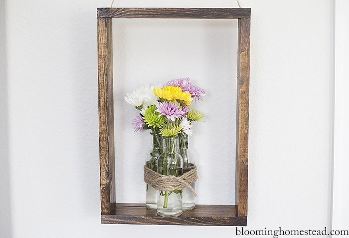 DIY Rustic Floral Wall Decor - This DIY Rustic Wall Decor is such a fun way to display flowers in your home and is quite simple to make!