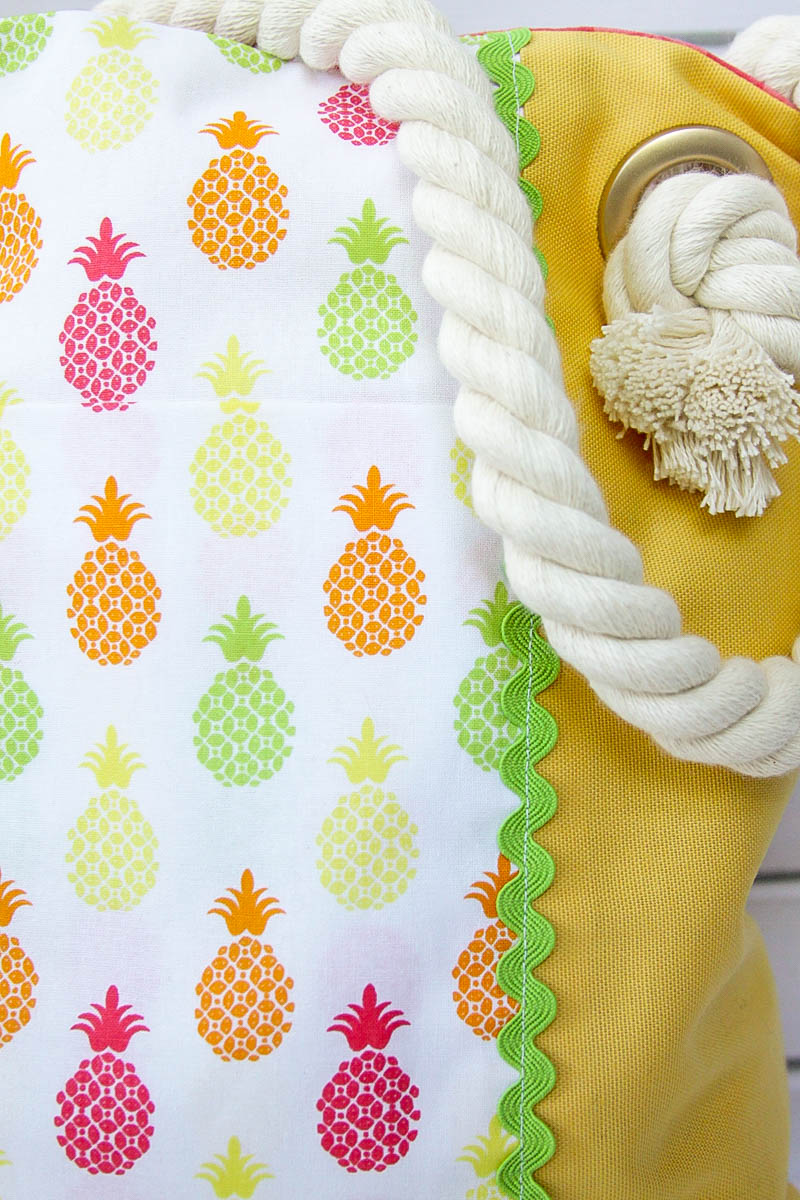 Easy Summer Pineapple Tote Bag - This cute bag is so easy to sew up and has all kinds of pockets for holding your keys and phone.
