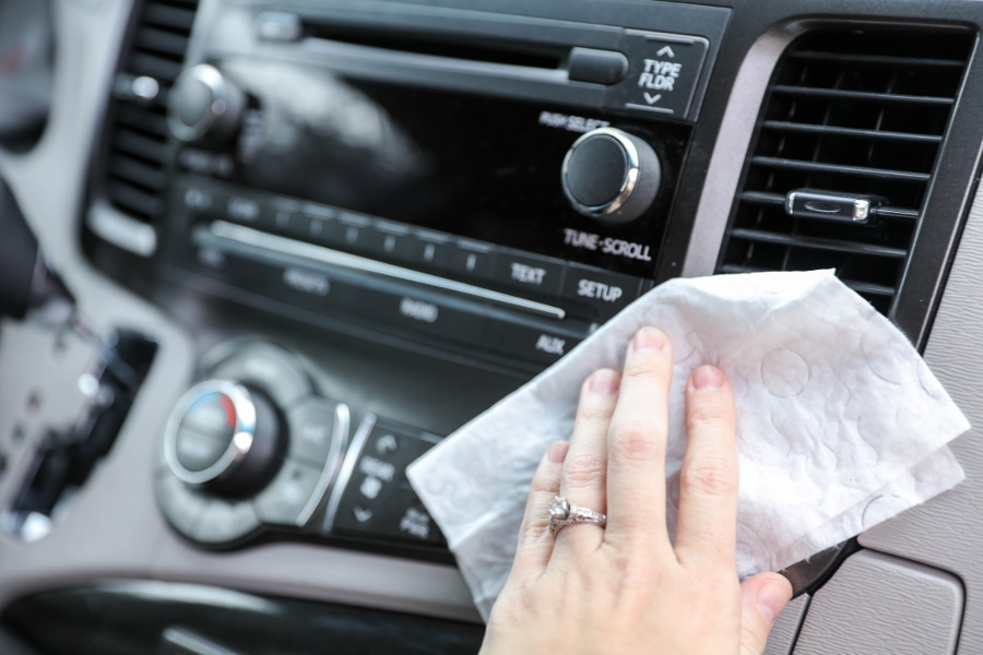 25 Alternative Uses for Wipes - a great list to show just how useful wipes can be, from washing off make-up to cleaning up the car!