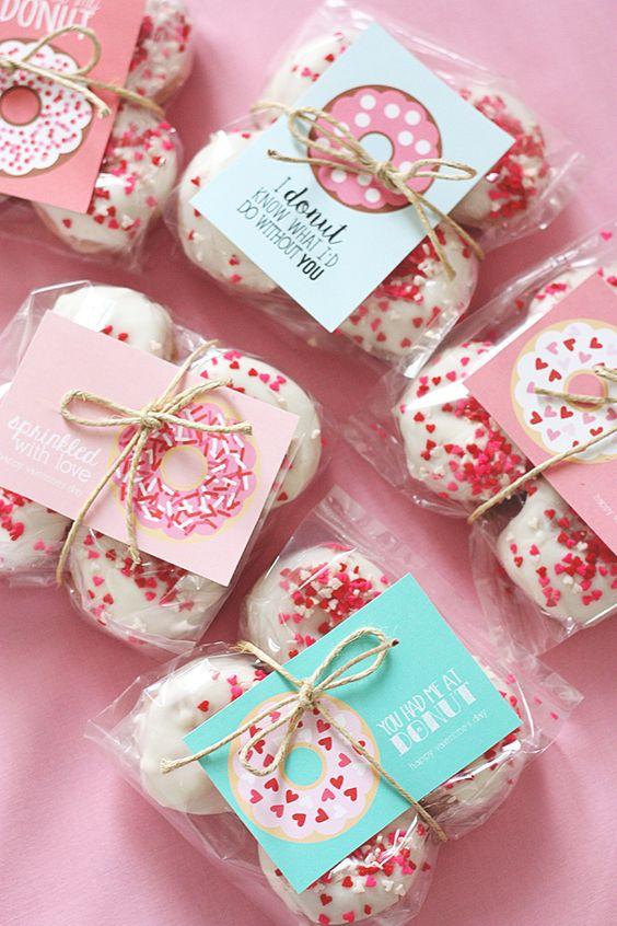 20+ Handmade Valentines - a handful of super cute, printable Valentines! Perfect for classroom Valentines!! { lilluna.com }